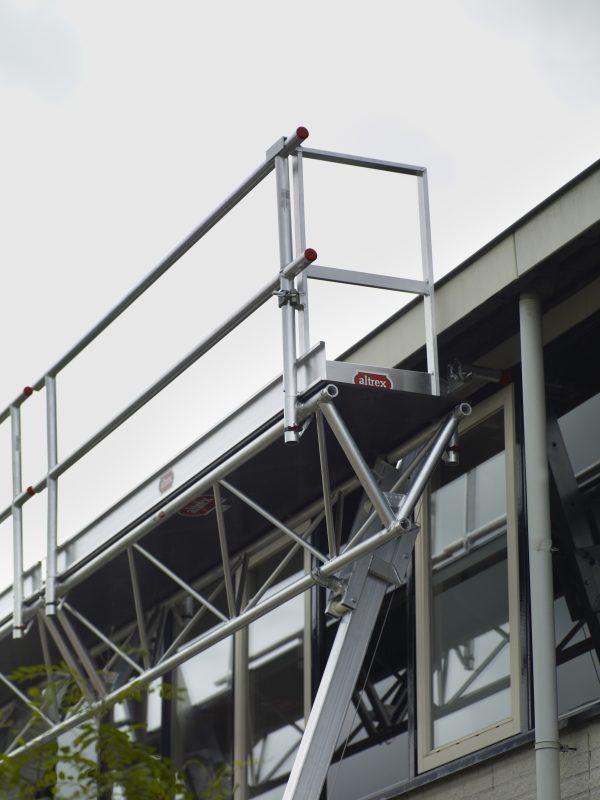 ALTREX Modulare Dreieckbühne – Absturzsicherung für geneigte Dächer und Flachdächer – 6,00 bis 12,00 m Länge